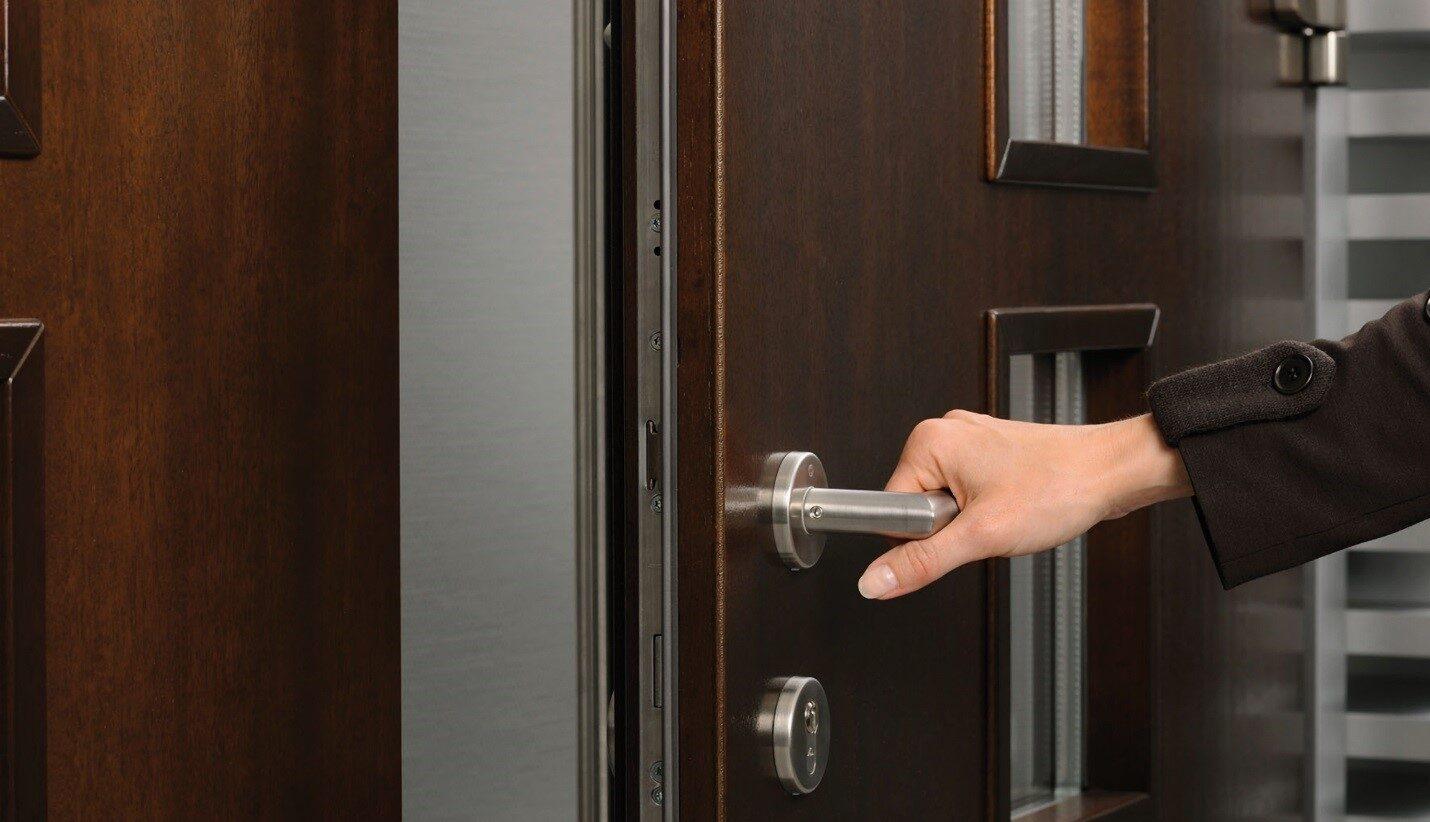 Как ухаживать за металлическими дверями?